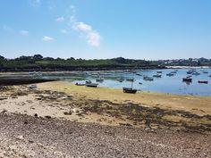 The port of Portsall before the rising tide Le port de Portsall avant la marée montante  #picofyesterday #mer#sea #portsall #harbour #rowboat#tide #boat#bretagne#Visiting  #algae#algue #fun#tide#travelgram #travelingram #bretagnetourisme#destinationbretagne  #mon_autre_finistere #igersfinistere #bretagne_focus_on #fansdebretagne  #jaimelefinistere #likeforlike#follow4follow #unjourenbretagne#bretagneforever#brittany#visitbrittany
