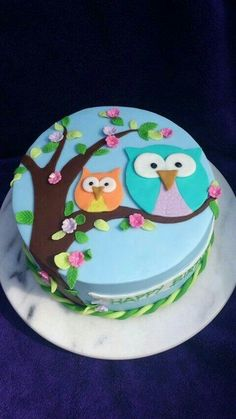 15 Most Beautiful and Amazing Owl Birthday Cakes and owl Cookies for Kids birthdays (but grown ups can use them too). Who doesn& like cute owls? Fancy Cakes, Cute Cakes, Pretty Cakes, Owl Cakes, Cupcake Cakes, Ladybug Cakes, Fruit Cakes, Owl Cake Birthday, Fondant Birthday Cakes