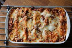 Tässä resepti maailman parhaaseen lasagneen.  Lasagne 250g tuorelasagnelevyjä ( tai tavallisia) 100g herkkusieniä puolikas kesäkurpitsa