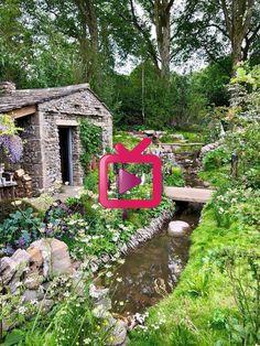 Eine Seitenansicht des Welcome to Yorkshire-Gartens der Chelsea Flower Show - Gartengestatung 2019 Chelsea Flower Show, Yorkshire, Arch, Outdoor Structures, Make It Yourself, House Styles, Garden, How To Make, Home Decor