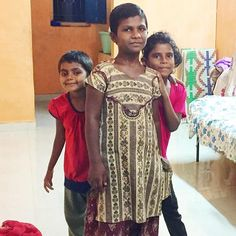 Buy Mom a gift that gives back this Mothers Day, 5% of all profits are donated to these kids and others at the Good Samaritan Children Home in Gujarat. We offer express shipping so your gift will make it there on time! Link to shop in our bio!  👗  👖  👚  #mothersday #mothersdaygift #giftideas #sustainablefashion #bethechange #giveback #orphanage #kids #charity #organic #donate #india #adopt