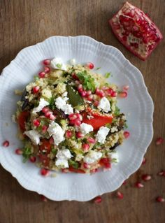 Kuskus-kasvissalaatti - hs.fi Kuskus-kasvissalaattia, fetaa ja granaattiomenaa (Couscous with roasted vedgetables, feta and pommegranate - in Finnish)