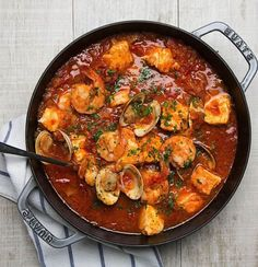 This Cioppino is light enough that it won't weigh you down.