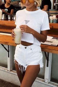 Denim Shorts Outfit Summer, White Denim Shorts, Cute Shorts Outfits, Estilo Rachel Green, Denim Blanco, Short Blanco, Trendy Summer Outfits, Tumblr Outfits, White Outfits