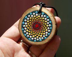 La montaña Mandala collar, envío gratis, rodaja de madera Natural, Mandala encanto, cordón de cuero, Original diseño de Kaila lanza