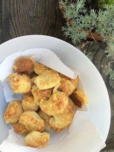 Gouda-pogácsa, ami finomabb, mint a daubneres Gouda, Minion, Nom Nom, Bakery, Ethnic Recipes, Blog, Mint, Deco, Bakery Shops
