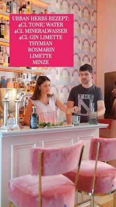 UK5 URBAN COLLECTIONS ✨In Kooperation mit Northman Gin haben wir den frischen #UrbanHerbs Cocktail kreiert 🍃 Besonders elegant wirkt der Drink angerichtet mit Kräutergarnitur in den Kranich-Gläsern unserer aktuellen Kollektion 👉www.uk5-shop.com ✨ UK4 - Urban Kitchen hat die einzigartige Hausbar und Kulisse des Videos designt 🥃🍃 #UrbanHerbs by #UlrikeKrages #UK_UrbanComfort Gin, Tonic Water, Uk 5, Collections, Herbs, Urban, Elegant, Videos, Shopping