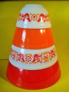 R E S E R V E D Pyrex Nesting Bowls Mixing Bowls Set of Four ...