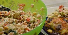 Vielä ehdin pikaisen päivityksen tehdä ennen reissuun lähtöä! :) Tein eilen illalla isännälle tälläistä salaattia työevääksi ja oli niin hy... Nom Nom, Grains, Food And Drink, Rice, Recipes, Red Peppers, Recipies, Ripped Recipes, Seeds