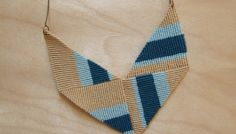 DIY Knotted Chevron Necklace - The DIY knotted chevron necklace is made by threading embroidery floss using a technique that is very similar to making friendship bracelets. Macrame Colar, Macrame Necklace, Macrame Jewelry, Macrame Bracelets, Diy Necklace, Necklace Tutorial, Necklaces, Making Friendship Bracelets, Chevron Necklace