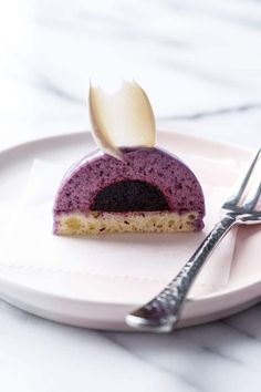 Mini Blueberry Mousse Cakes with Mirror Glaze – pastalar – Desserts Fancy Desserts, Köstliche Desserts, Plated Desserts, Small Desserts, Entremet Recipe, Cake Recipes, Dessert Recipes, Individual Cakes, Appetizer Recipes