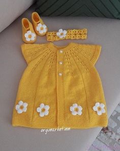 Top Rated 75 Baby Cardigan Vest Beanie D Beanie - Diy Crafts - Hadido - Diy Crafts Knitted Baby Outfits, Crochet Baby Cardigan, Knitted Baby Clothes, Crochet Clothes, Knit Vest, Baby Hat Patterns, Baby Knitting Patterns, Girls Sweaters, Baby Sweaters