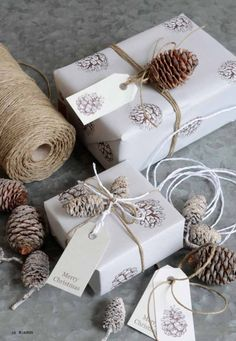 Gift wrapping ideas for Creative Pinners Christmas Makes, Noel Christmas, Beautiful Christmas, Christmas Crafts, Creative Gift Wrapping, Wrapping Ideas, Christmas Gift Wrapping, Xmas Gifts, Pretty Packaging