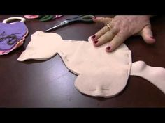 Cat Crafts, Crafts To Make, Sewing Toys, Sewing Crafts, Cat Template, Fabric Animals, Cat Quilt, Cat Pillow, Fabric Toys