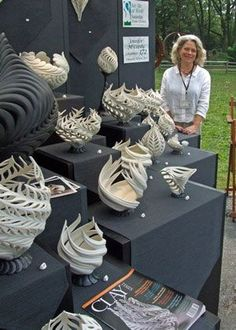 Jennifer McCurdy outside Love this booth setup/ classy/Jennifer McCurdy outside. Some pretty amazing forms! Great photo of a wonderful artist.Want excellent tips and hints regarding arts and crafts? Go to my amazing info! So delicate Ceramic Clay, Ceramic Pottery, Pottery Art, Glass Ceramic, Sculptures Céramiques, Sculpture Art, Clay Projects, Clay Crafts, Concrete Crafts