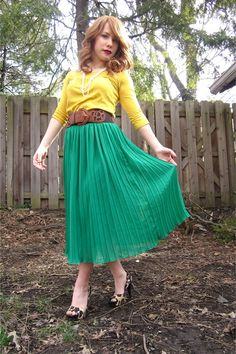Sunshine-t-shirt-skirt-belt-jessica-simpson-heels_400