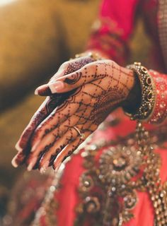 pretty mehndhi and outfit #indian #bride