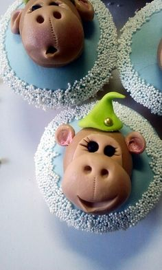 Monkey cupcakes by kylie lambert (Le Cupcake), via Flickr