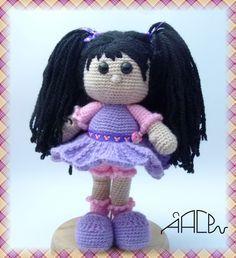Vuelvo después de unos meses sin entradas con esta preciosidad de muñeca, el patrón lo tomé de un blog maravilloso AMIGURIMI ASKINA    ...