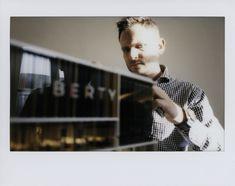 photo: Tamas Szelestey |  #liberty #wing #dpi #innovation #propertymarketing #proptech #archviz #architecturemodel #architecture #architecturelovers #archilovers #ig_architecture #makett #maquette #modelmaking #scalemodel #modelartpresentation #architecturalmodelswithstyle #highendarchitecturalmodels #instax #analog H Style, Art Model, Scale Models, Liberty, Insight, Innovation, Presentation, Workshop, Wings