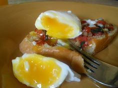 poached egg on tomato bruschetta
