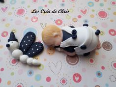 """bébé fimo garçon thème """"papillon"""". Baby Cake Topper, Cake Toppers, Clay Molds, Clay People, Fondant Baby, Balloon Flowers, Clay Baby, Polymers, Baby Gifts"""