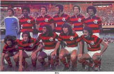 C.R. FLAMENGO (07/05/1977) - FLAMENGO 3 X 0 GOYTACAZ (RJ) - TAÇA GUANABRA (MARACANÃ/RJ). Em pé (da esq. p/ dir.): Cantarelli, Toninho, Rondinelli, Carlos Alberto Torres, Wanderley Luxemburgo e Merica. Agachados: Osni, Paulo César Carpegiani, Luizinho, Zico e Luís Paulo.