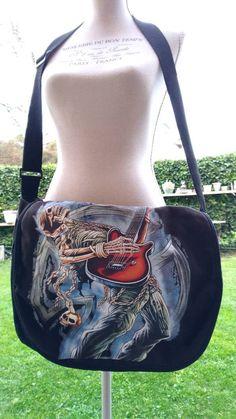 Sono felice di condividere l'ultimo arrivato nel mio negozio #etsy: Borsa nera dark havy metal rock Death sacca borsone unisex bag black morte secca #borseeborsette #vintage #nero #bag #borsa #tela #morte #computer #tracolla https://etsy.me/2Jy5rlO