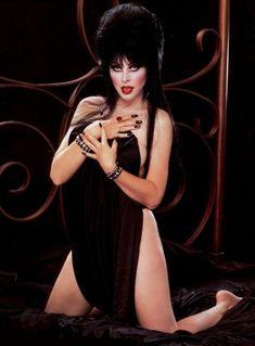 Images of Elviera - Bing images Beautiful Celebrities, Beautiful Actresses, Gorgeous Women, Cassandra Peterson, Hot Goth Girls, Gothic Girls, Goth Beauty, Dark Beauty, Dark Fantasy Art