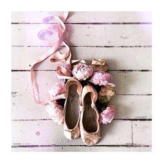 It's Friday, let's D A N C E #dance #ballet