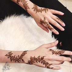 سيدات الامارات (@uaewomen2020) • Instagram photos and videos Henna Hand Designs, Henna Tattoo Designs Simple, Latest Henna Designs, Arabic Henna Designs, Mehndi Art Designs, Beautiful Henna Designs, Henna Tattoo Hand, Henna Mehndi, Mehendi