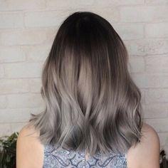 Grey Ombre Hair, Silver Blonde Hair, Grey Hair Looks, Short Hair Makeup, Hair Color Streaks, Pretty Hair Color, Aesthetic Hair, Grunge Hair, Balayage Hair