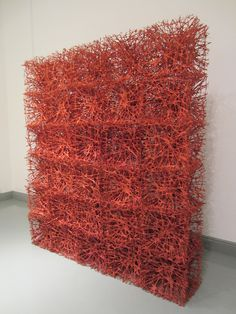 Tanaka Takaaki  Flores Nido. Fibra de Közo mulberry,  lino, hierro, técnica individual. 208 x 190 x 41 cm.