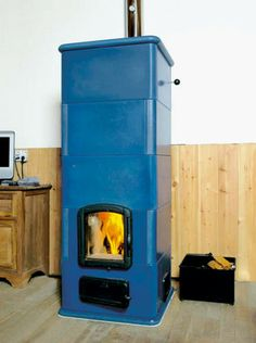 Stone heater from the Dutch oven stoves builder Tigchelaar, Just look at the colour, not sure if it's cool or retro, so it's pinned under mad Wood Burning Heaters, Wood Burning Oven, Stove Heater, Stove Oven, Stove Fireplace, Fireplace Design, Home Rocket, Antique Stove, Rocket Stoves