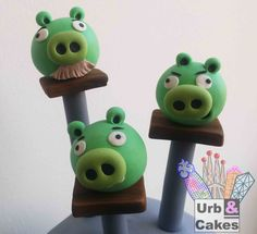 Pastel Angry Birds Space. Detalle de los cerditos del famoso videojuego.