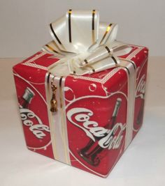 Coca Cola Present Gift Coke Music Box Plays Teach the World to Sing Christmas Best Soda, Coca Cola Decor, Coca Cola Christmas, Always Coca Cola, World Of Coca Cola, Coca Cola Bottles, Vintage Coke, Diet Coke, Present Gift