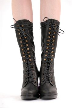 Your mamma wears Army boots!