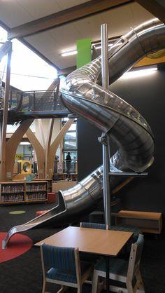 Indoor slide! (fechado pode aumentar a segurança, mas tb fica mais difícil de limpar.. e claustrofóbico)