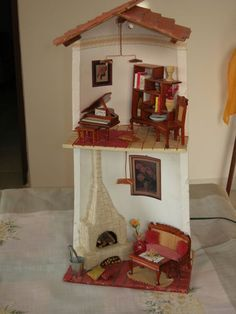 Tegola con camino effetto fuoco Glow Table, Decoupage, Recycling, Doll House Plans, Multimedia Arts, Tile Crafts, Miniature Rooms, Roof Tiles, Round House