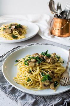 We all need an easy, staple go to dinner sometimes. This one pot kale, Mushroom and Garlic spaghetti is it!