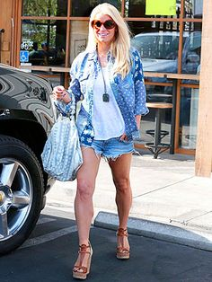 Jessica Simpson Slips Back Into Daisy Dukes: Are You Loving Her Denim-on-Denim Moment? | People.com