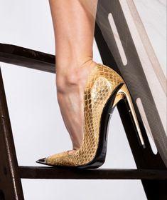 Sexy Legs And Heels, Hot High Heels, Beautiful High Heels, Stockings Legs, Gold Pumps, Women's Feet, Fashion Heels, Stiletto Heels, Stilettos