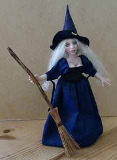 Luna the young Witch hand sculpted miniature von JendlewickDolls