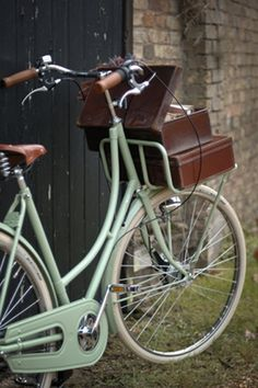 Betty, vintage Dutch bicycles from BEG  – so cool & retro! (and a nice website too)