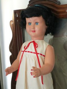 Italian doll Athena Piacenza. Very thick celluloid doll, it has the original wig, the pendulous and original eyes.