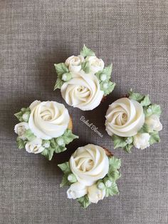 White budding rose cupcakes 🧁 - dolci e dessert - You are in the right place about cupcake frosting Here we offer you the most beautiful pictures ab - Cupcakes Design, Cupcake Cake Designs, Fancy Cupcakes, Floral Cupcakes, Oreo Cupcakes, Custom Cupcakes, Cheesecake Cupcakes, Wedding Cupcakes, Cupcake Cookies