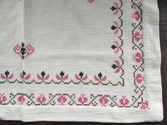 Vintage table cloth Swedish cross stitched table cloth Embroidered table cloth White pink table cloth This is a hand embroidered Scandinavian table cloth Condition: Good. Cross Stitch Boarders, Cross Stitch Designs, Cross Stitch Patterns, Pink Table, Linen Tablecloth, Vintage Table, Cross Stitch Embroidery, Needlework, Handmade