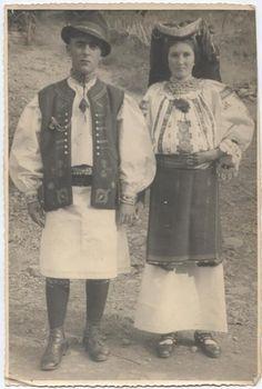 Clocotici - Costume populare de nuntă, 1938 Caraș-Severin, Banat, România.