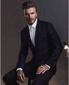 Trend portrait photography poses for men 22 Style David Beckham, Moda David Beckham, Vic Beckham, David Beckham Suit, Business Portrait, Corporate Portrait, Celebridades Fashion, Look Man, Men Photoshoot