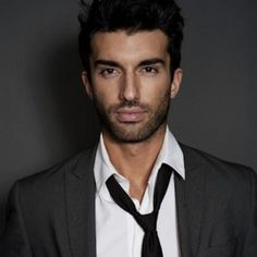 I've always found guys wearing ties but their top button unopened a little attractive. But with the immensely hot Justin Baldoni the sexiness reaches a whole other level. Justin Baldoni, Pretty People, Beautiful People, Man Crush Everyday, Ideal Man, Raining Men, Film Serie, Hottest Photos, Gorgeous Men